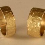 T12 - Exclusieve trouwringen, damesring 10 mm breed, herenring heeft een breedte van 6 mm