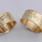 T16 - Trouwringen met prinses geslepen diamant, in opdracht vervaardigd