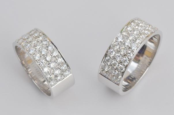 Tr 36 - Trouwringen in opdracht uitgevoerd. Damesring met 36 diamanten, herenring met 39 diamanten van 0,035 karaat