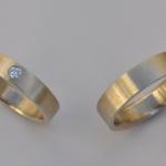Tr24 - Trouwringen, mooi door de puurheid, champagnekleur, met diamant van 0,06 karaat