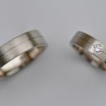 Tr35 - Tijdloze strakke trouwringen, uitgevoerd in Palladium witgoud met diamant van 0,08 karaat