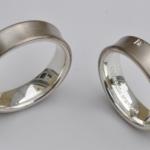 Tr50 - Bijzondere trouwringen met prinses geslepen diamantjes van 0,06 karaat