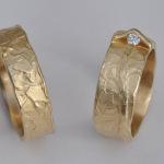 T2 - Bijzondere-trouwringen-met-verstopte-diamant-leverbaar-in-witgoud-platina-of-geelgoud